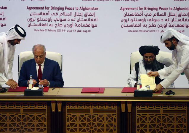 أمريكا وحركة طالبان يوقعان اتفاق السلام في الدوحة