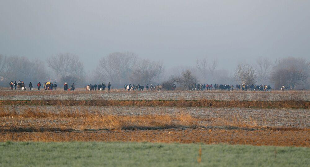 المهاجرن يواصلون التدفق من الحدود التركية إلى اليونان