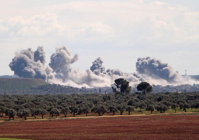 ضربات جوية في مدينة إدلب في شمال سوريا
