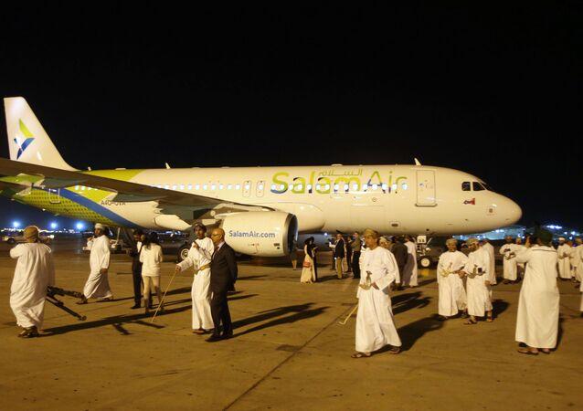 مطار مسقط الدولي في العاصمة العمانية - عمان