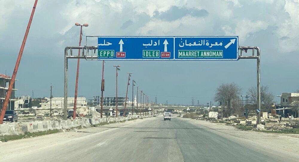 طريق إم 5، دمشق - حلب، مدينة معرة النعمان بعد تحريرها من  قبل قوات الجيش العربي السوري، سوريا، 29 فبراير 2020