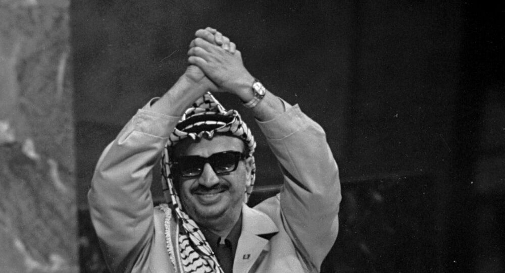 خطاب القائد الفلسطيني الراحل ياسر عرفات أمام الجمعية العامة للأمم المتحدة، بعد تلبيته للدعوة التي وجهتها هيئة الأمم المتحدة إلى منظمة التحرير الفلسطينية، بعد تقرير إدراج قضية فلسطين على جدول أعمال الجمعية، 13 نوفمبر/ تشرين الثاني 1974