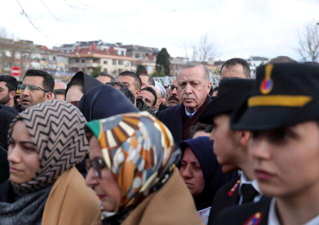 الرئيس التركي رجب طيب أردوغان خلال تشييع جثامين الجنود الأتراك الذين قتلوا في سوريا