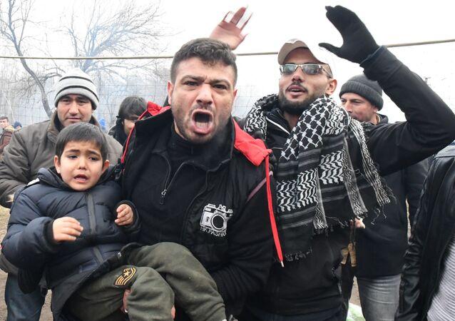 مهاجرون في معبر بازاركول الحدودي في تركيا، الحدود التركية اليونانية، 29 فبراير 2020