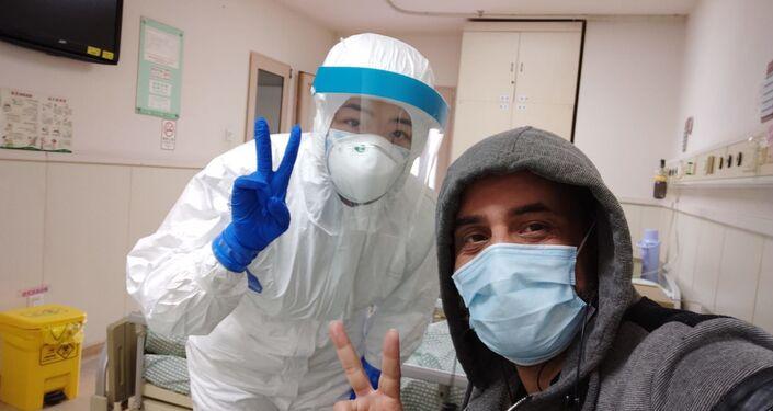 الفلسطيني محمد أبو ناموس، من غزة، يتعافى من فيروس كورونا في الصين