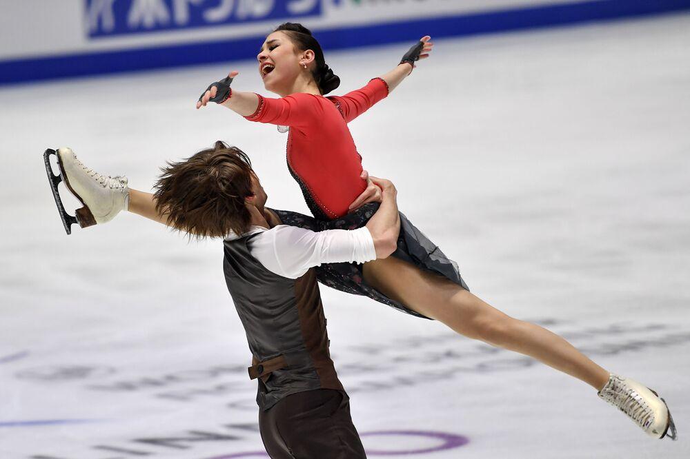 الروسيان يليزافيتا شانايفا وديفيد ناريجني خلال دورة تدريبية قبل بطولة العالم للتزحلق على الجليد للناشئين لعام 2020 في تالين، إستونيا 3 مارس 2020
