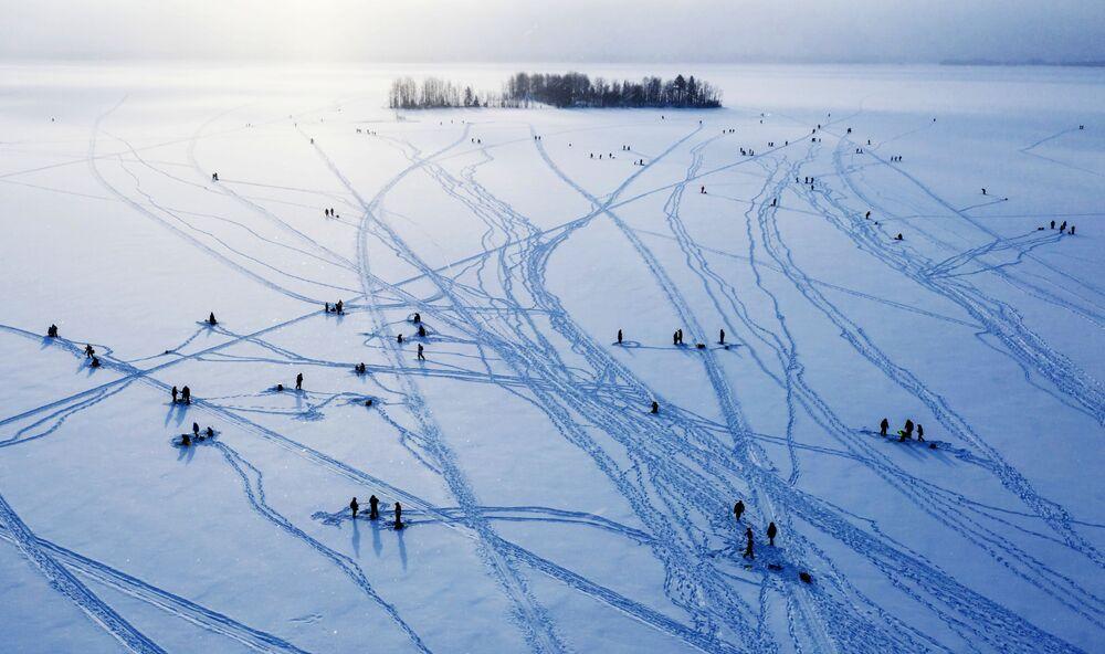 مهرجان الصيد على الجليد بودوجسكيه ناليمي في كاريليا الروسية، 29 فبراير 2020