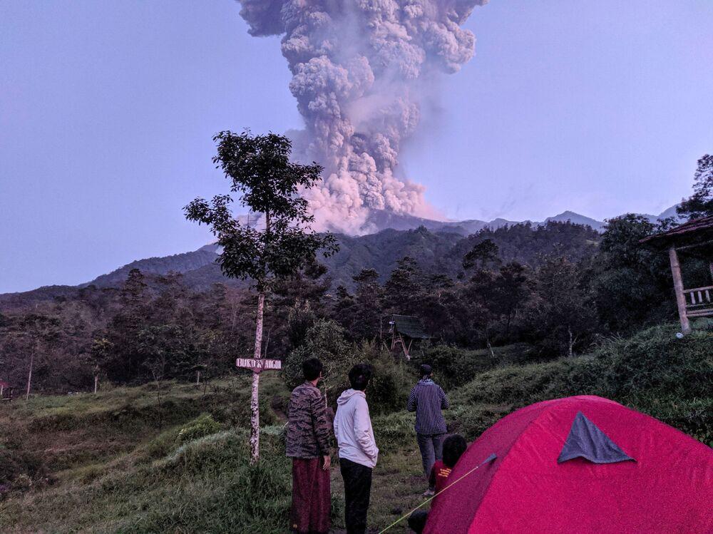 ثوران بركان ميرابي في إندونيسيا، 3 مارس 2020