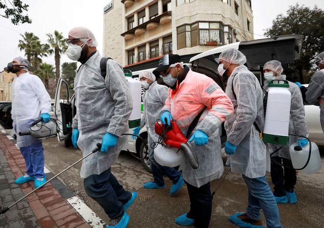 مكافحة فيروس كورونا المستجد في رام الله
