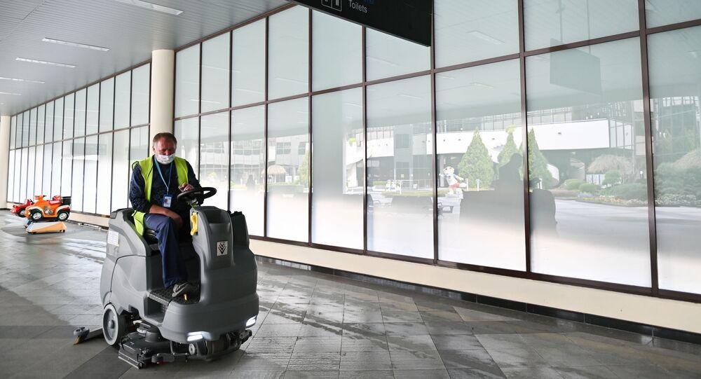 انتشار فيروس كورونا - تعقيم مطار سوتشي، روسيا  12 مارس 2020