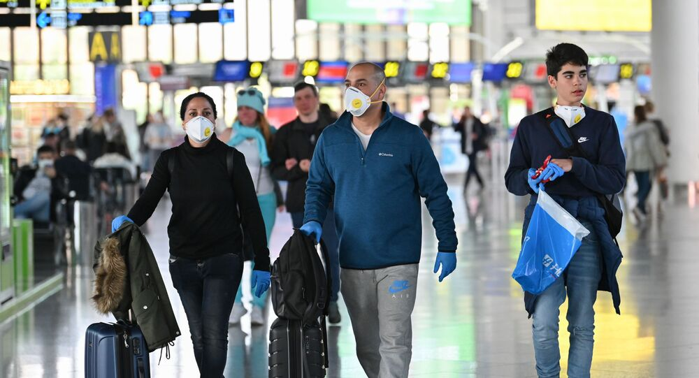 انتشار فيروس كورونا - مسافرون في مطار سوتشي، روسيا  12 مارس 2020