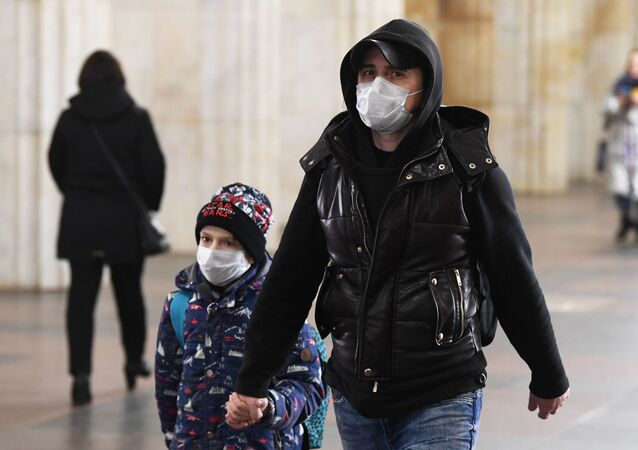 انتشار فيروس كورونا - مسافرون في مطار سوتشي، روسيا  13 مارس 2020