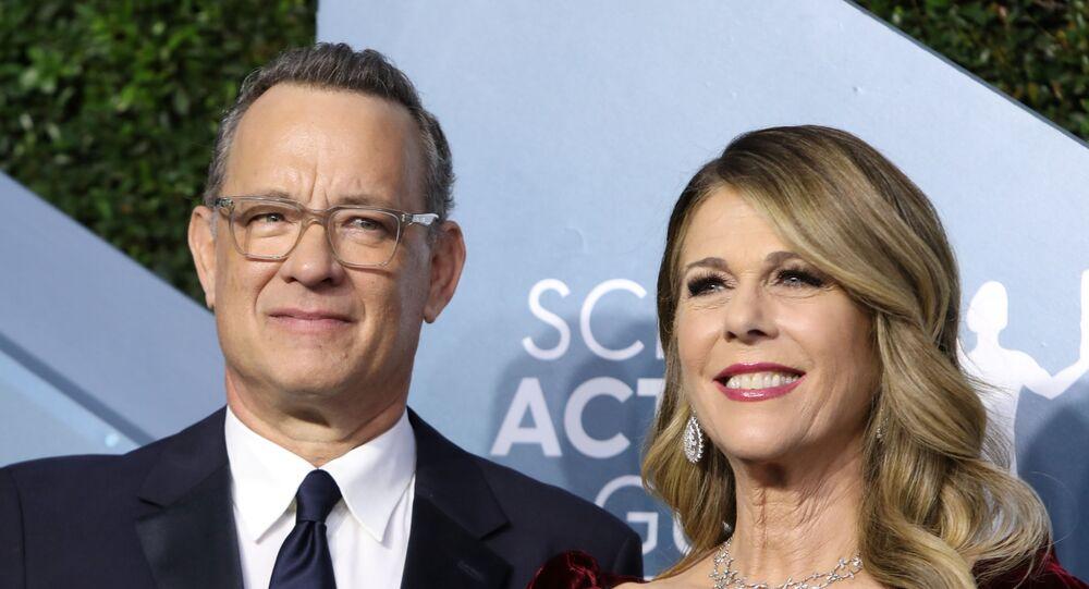الممثل الأمريكي توم هانكس وزوجته ريتا ويلسون