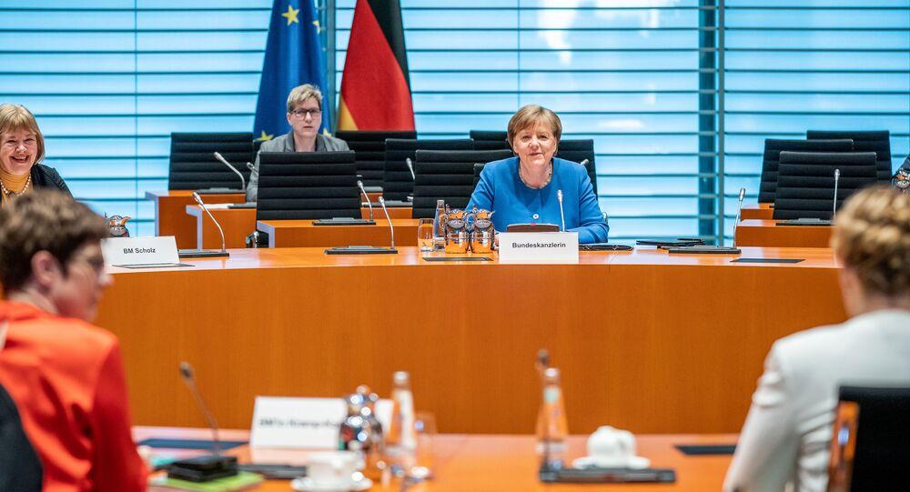 ميركل في اجتماعها مع الوزراء مع مراعاة قواعد السلامة بما يخص فيروس كورونا