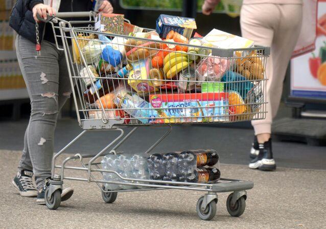 انتشار فيروس كورونا في النمسا - التبضع في المحلات التجارية بعد اتخاذ الحكومة المحلية اجراءات احترازية منعا لتفشي الفيروس في البلاد٫ ١٣ مارس ٢٠٢٠