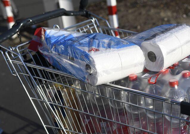 انتشار فيروس كورونا في آلمانيا - التبضع في المحلات التجارية بعد اتخاذ الحكومة المحلية اجراءات احترازية منعا لتفشي الفيروس في البلاد٫ ١٣ مارس ٢٠٢٠