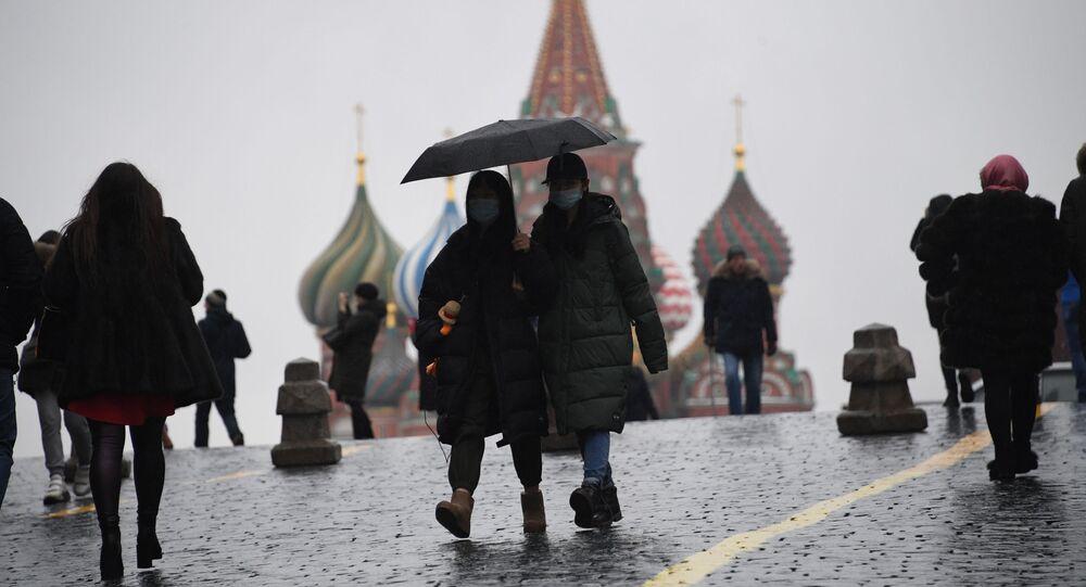 انتشار فيروس كورونا في روسيا - سياح على الساحة الحمراء في موسكو، ٢ مارس ٢٠٢٠