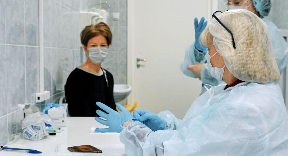 انتشار فيروس كورونا في روسيا - أخذ عينة للتحاليل الطبية في مشفى رقم  ١١٤ في سان بطرسبورغ ١٧  مارس ٢٠٢٠