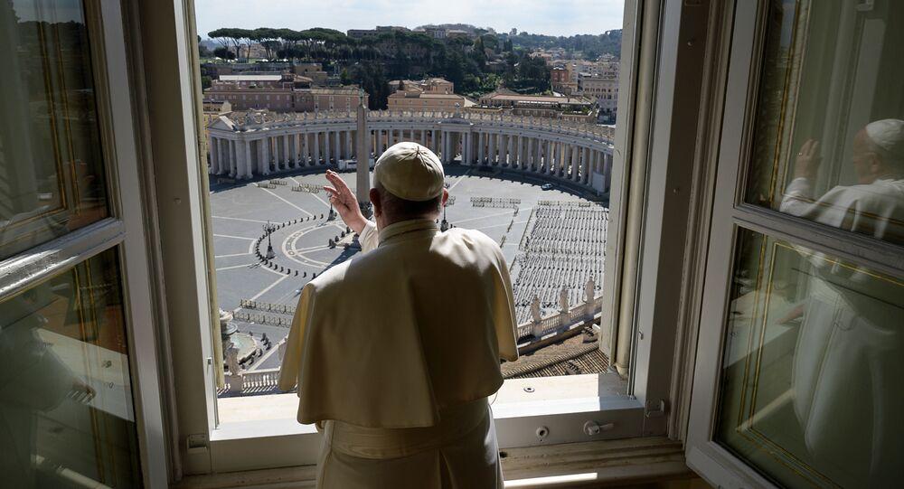 بابا الفاتيكان فرانسيس خلال القداس في ساحة القديس بيتر الخالية بسبب الحجر الصحي المفروض في الفاتينكان، إيطاليا 15 مارس 2020