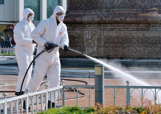 تعقيم الشوارع من الفيروس في اسطنبول