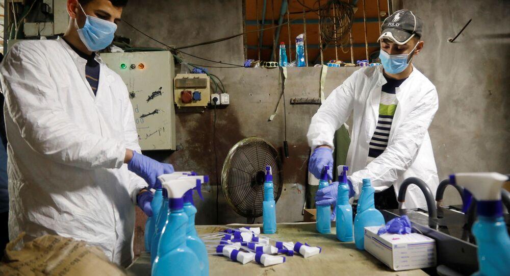 مصنع لانتاج أدوات التعقيم في جنين، تفشي كورونا، الضفة الغربية، فلسطين 12 مارس 2020