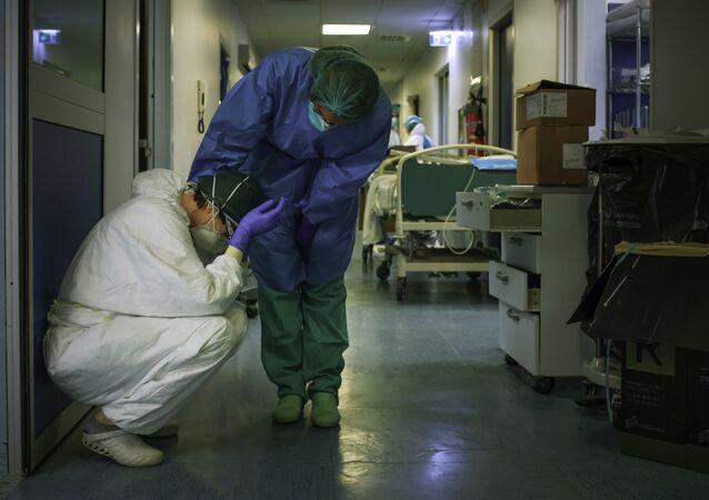 أطباء في مستشفى جنوب شرق ميلانو - كورونا - إيطاليا