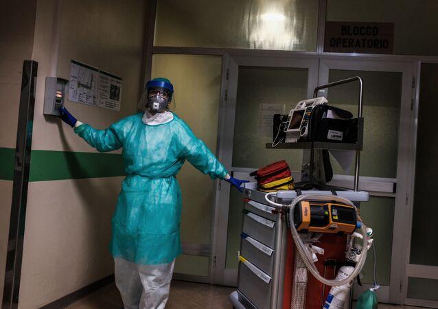 أطباء مستشفى كريمونا، الذين يكافحون مرض Covid-19 إيطاليا مارس 13 مارس 2020، كورونا