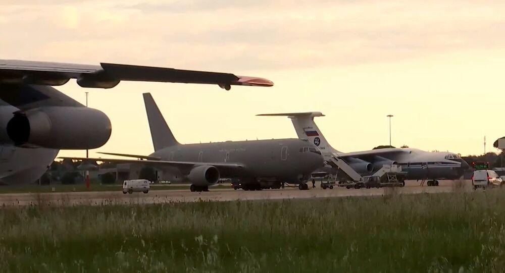 وصول طائرة المساعدات الروسية الـ14 إلى إيطاليا ضمن المساعدة في مكافحة فيروس كورونا المستجد