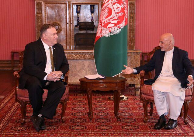 رئيس أفغانستان أشرف غاني يجتمع مع وزير الخارجية الأمريكي مايك بومبيو في كابل