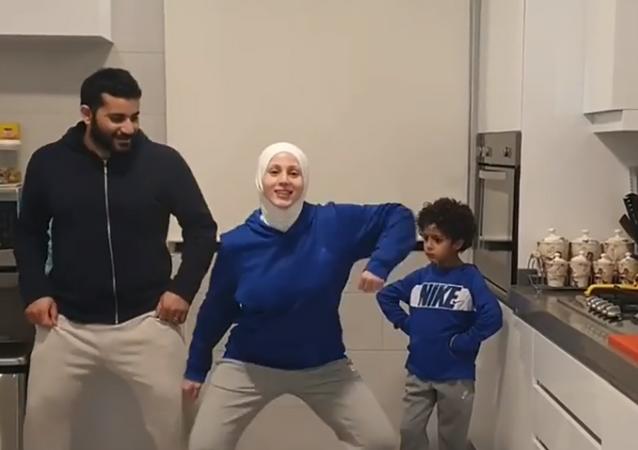 الراقصة اللبنانية سارا كريت مع عائلتها