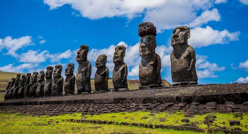 التماثيل الحجرية في جزيرة القيامة