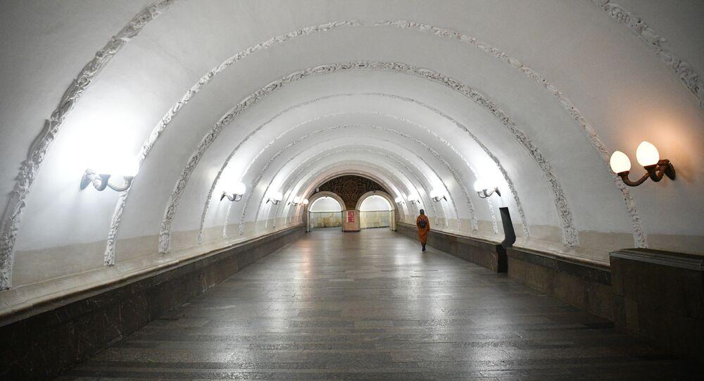 محطة مترو في موسكو، انتشار فيروس كورونا، روسيا 24 مارس 2020