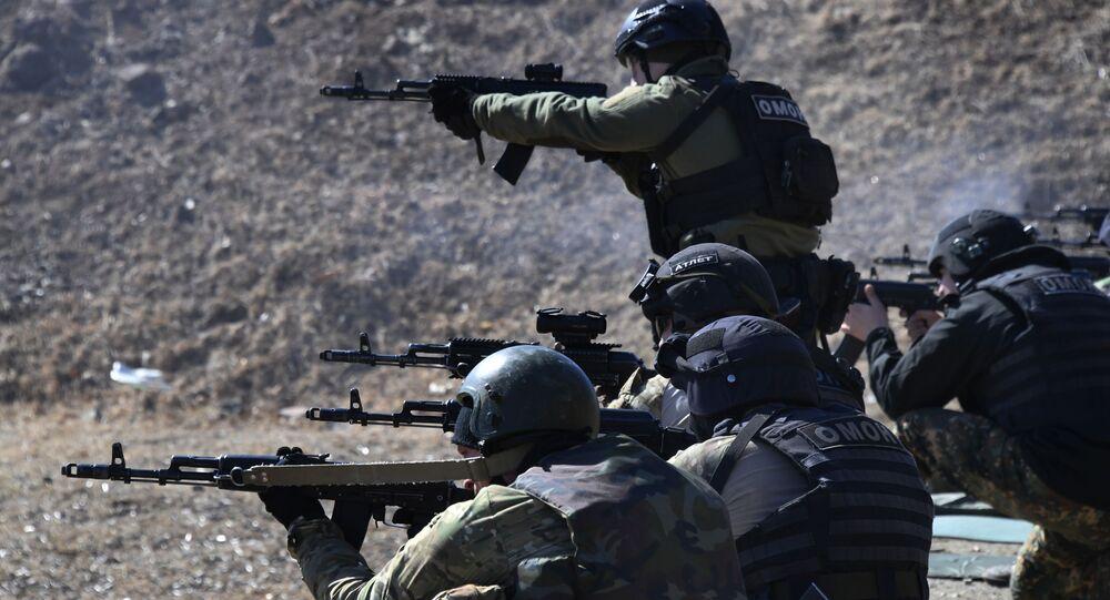 قوات وحدة الأهداف الخاصة المتنقلة، التابعة لقوات الحرس الروسي في إقليم بريمورسكي، بريمورسكي كراي، أثناء التدريبات الخاصة، الجيش الروسي، روسيا 24 مارس 2020