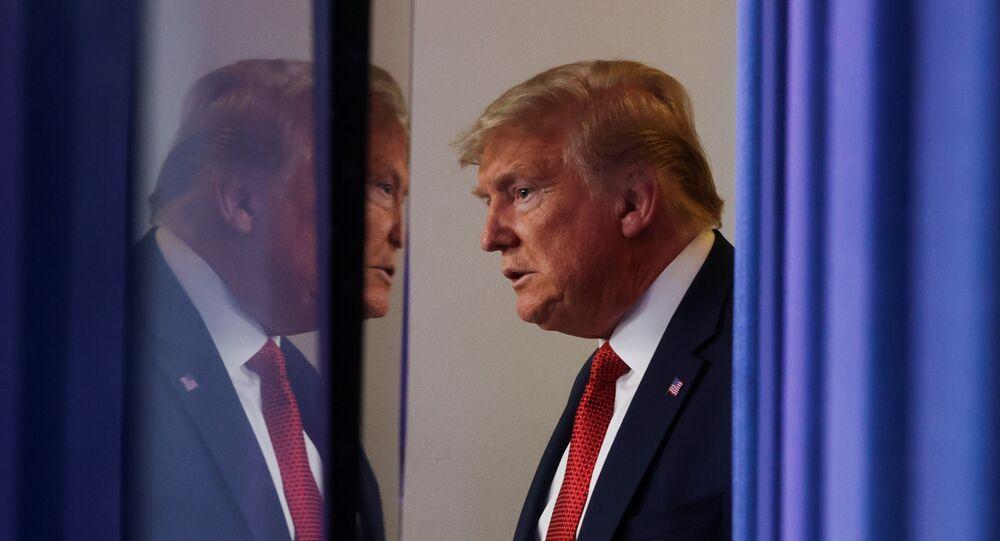 الرئيس الأمريكي دونالد ترامب خلال مؤتمره الصحفي اليومي للحديث عن مستجدات مكافحة فيروس كورونا في البلاد 25 مارس/آذار 2020