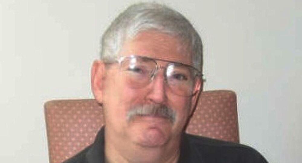 روبرت لفينسون، الضابط السابق بمكتب التحقيقات الاتحادي الأمريكي