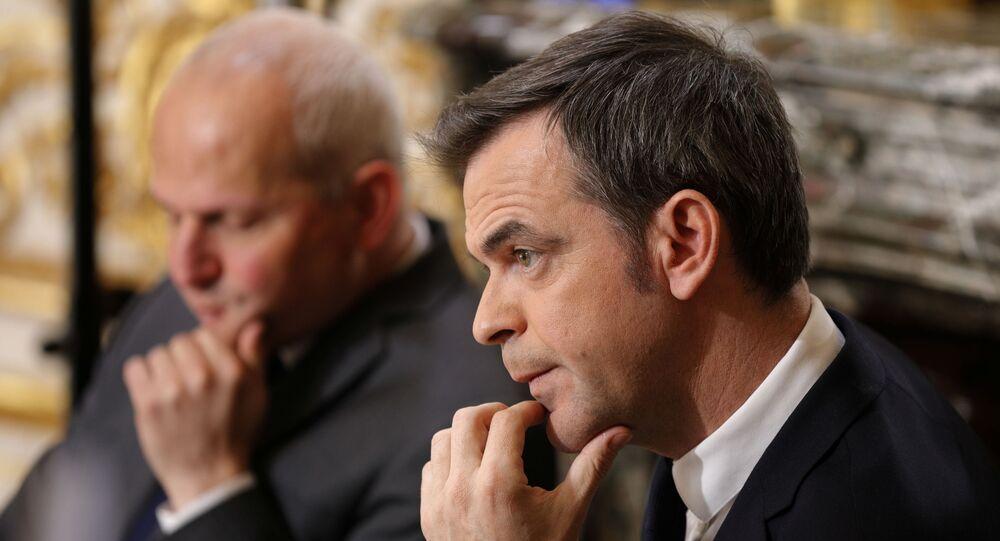 رئيس الوزراء الفرنسي إدوار فيليب ووزير الصحة