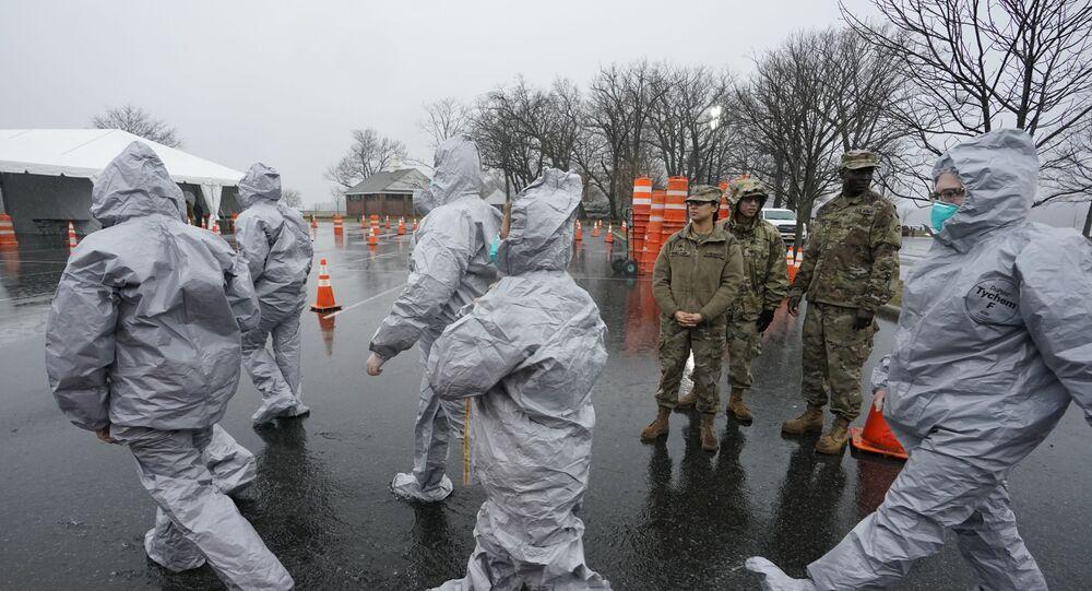 أطباء أمريكيون يحاربون فيروس كورونا
