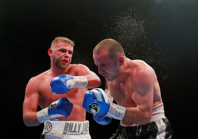 بطل العالم في الملاكمة بوزن فوق المتوسط  بيلي جو سوندرز