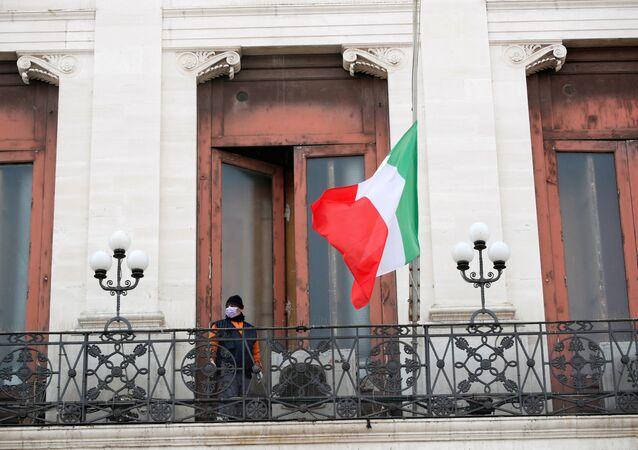 تنكيس علم إيطاليا بسبب وفيات فيروس كورونا