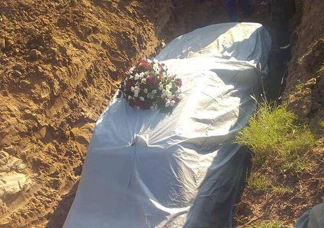 دفن سياسي في جمهورية جنوب أفريقيا مع سيارة مرسيدس
