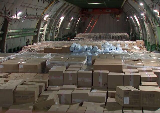 نشرت الخارجية الروسية صورا لطائرة المساعدات الروسية، التي وصلت إلى نيويورك، لدعم جهود الولايات المتحدة الأمريكية في مكافحة فيروس كورونا المستجد، الذي تحول إلى وباء عالمي.