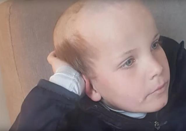 قصة شعر غريبة تغير شكل طفل صغير