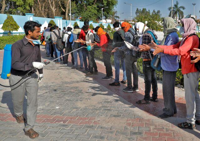 تطهير العمال المهاجرين في الهند 30 مارس 2020