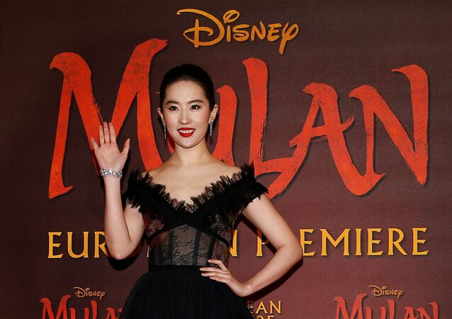 الممثلة يفي ليو بطلة فيلم مولان خلال حضورها العرض الأوروبي الأول له في لندن، بريطانيا، 12 مارس/ آذار 2020