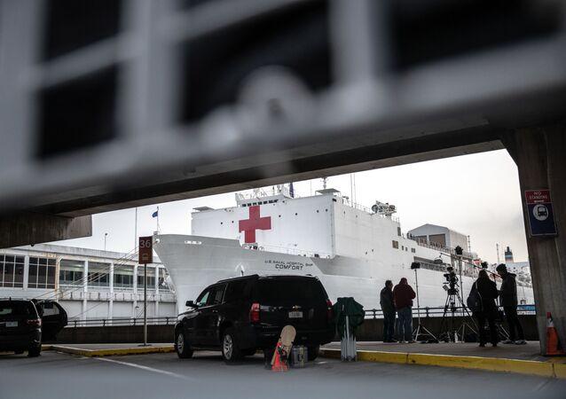 مستشفى متنقل التابع للبحرية الأمريكية في نيويورك، وضع حالة الطوارئ على خلفية تفشي كورونا في البلاد، 31 مارس 2020