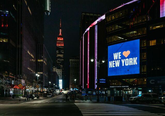 نيويورك، تايمز سكوير (ساحة التايمز)، وضع حالة الطوارئ على خلفية تفشي كورونا في البلاد، 31 مارس 2020