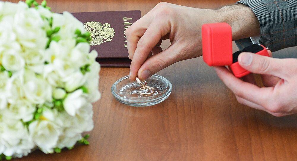 الزواج في زمن كورونا، موسكو، روسيا 4 أبريل 2020