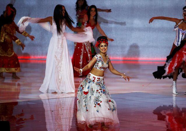 الطبيبة البريطانية ذات الأصول الهندية، بشا موخيرجى، بلقب ملكة جمال بريطانيا واختيرت لتمثل بلدها في مسابقة ملكة جمال الكون 2019.