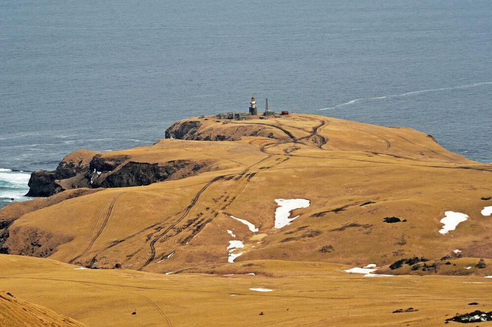 منارة شبانبيرغ في ساحل كراب، جزيرة شيكوتان، في منطقة ساخالين الروسية