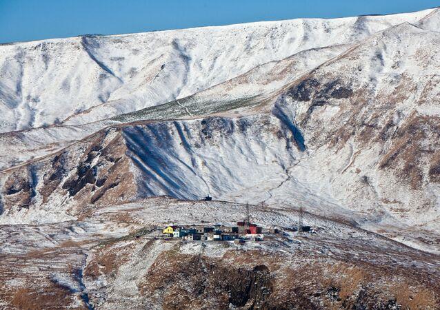 منارة ومحطة الأحوال الجوية في جزيرة مونيرون في منطفة سخالين الروسية